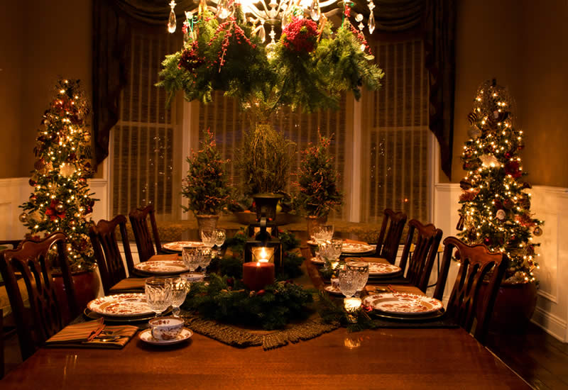 holiday decorating service dining room