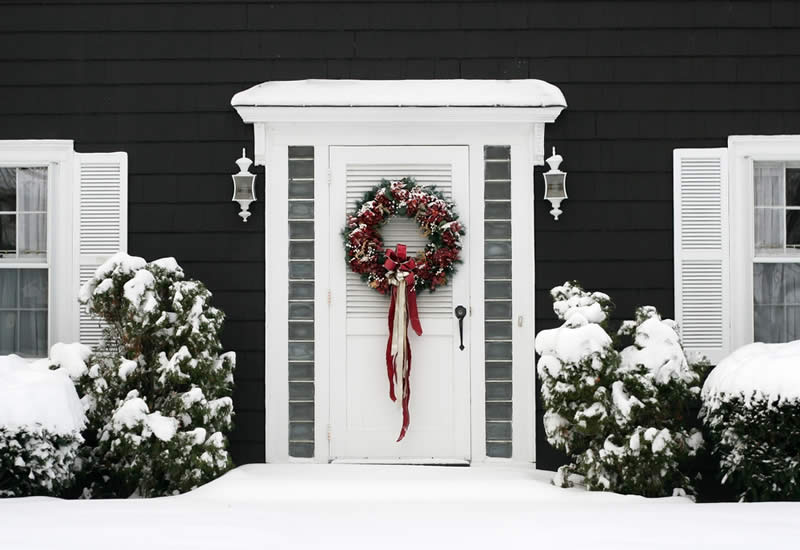 Holiday Decorating Service - Exterior Wreath