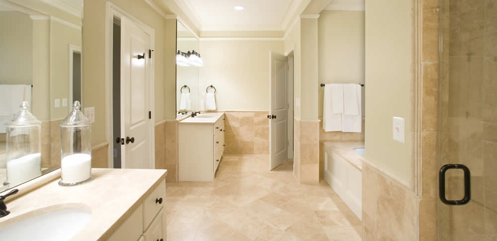 luxury bathroom trends: master bath en suite by Rasevic Construction in Bethesda, MD